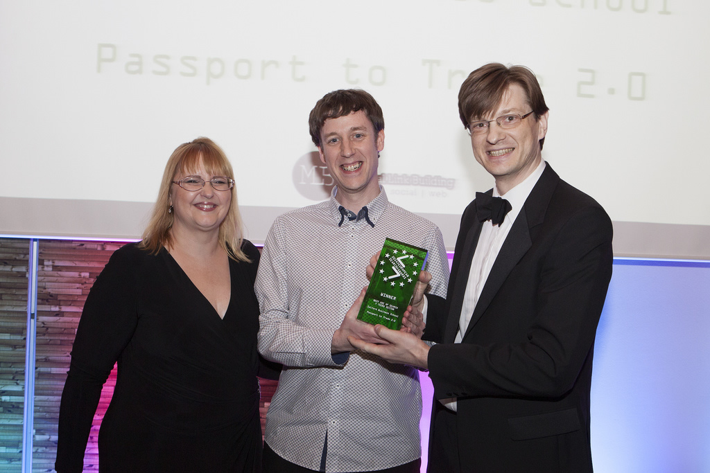 PHOTO: Shari Thurow, Founder of Omni Marketing presents the award to Alex Fenton and Aleksej Heinze.