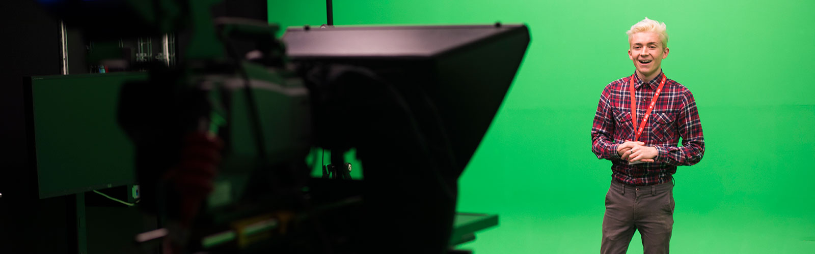 Image: Oliver in front of a green screen