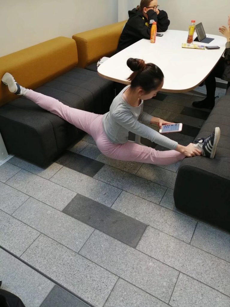 Wenwen MA Dance student doing the splits