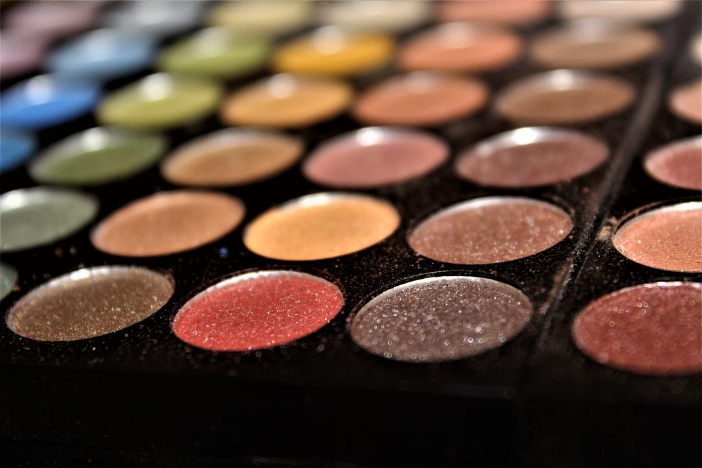 Image of an eyeshadow palette.