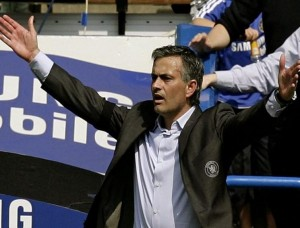 Chelsea manager Jose Mourinho reacts during their English Premier League soccer match against Bolton Wanderers at Stamford Bridge in London April 28, 2007. NO ONLINE/INTERNET USE WITHOUT A LICENCE FROM THE FOOTBALL DATA CO LTD. FOR LICENCE ENQUIRIES PLEASE TELEPHONE +44 (0) 207 864 9000. REUTERS/Kieran Doherty (BRITAIN)